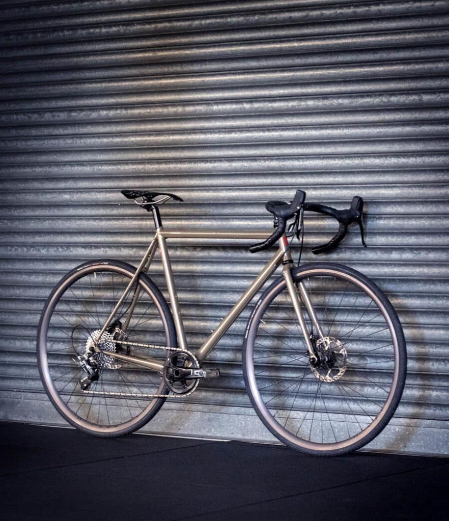 Rennrad vor Wand